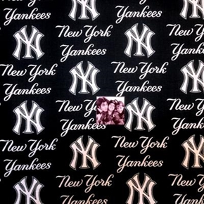 MLB Baseball New York Yankees Logos Navy Blue 18x29 Cotton Fabric